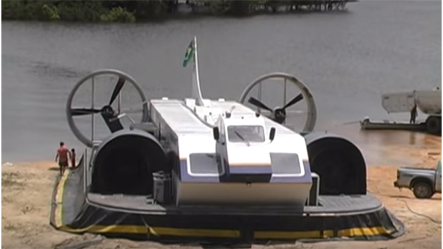 Hovercraft - Não necessita porto. Embarque e desembarque sobre a terra