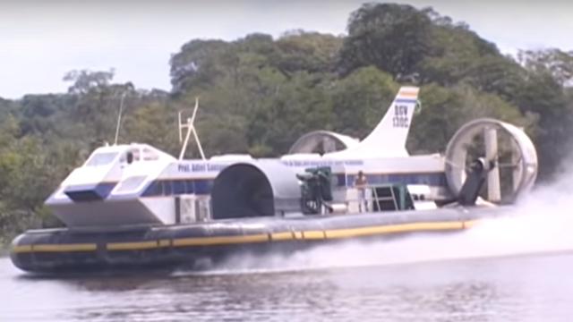 Hovercraft - Velocidade Máxima 30 Nós sobre a água